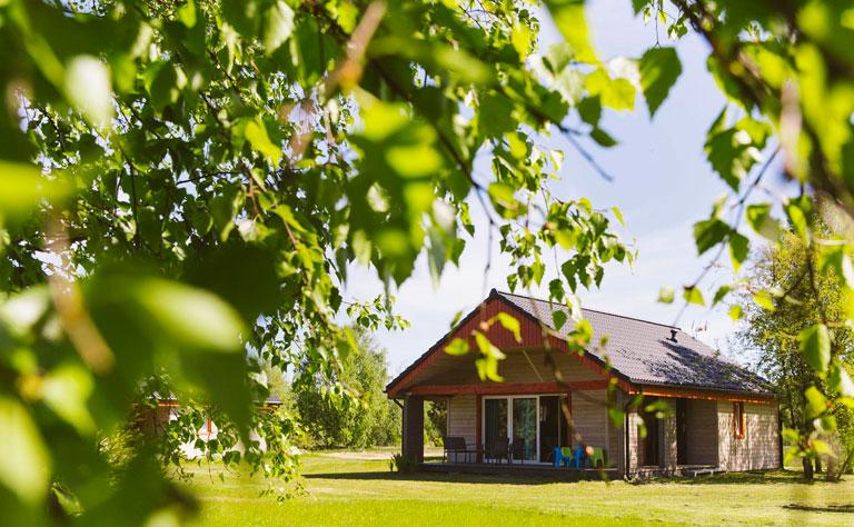 Bungalow - modernes Ferienhaus am See in Pommern