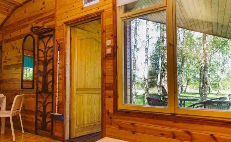Ausblick vom Wohnbereich im Holzhaus am See