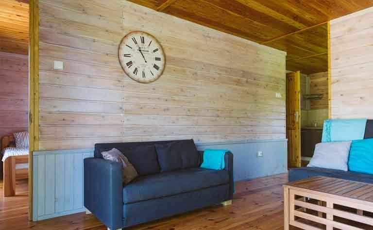 Couch im Wohnbereich von Haus C