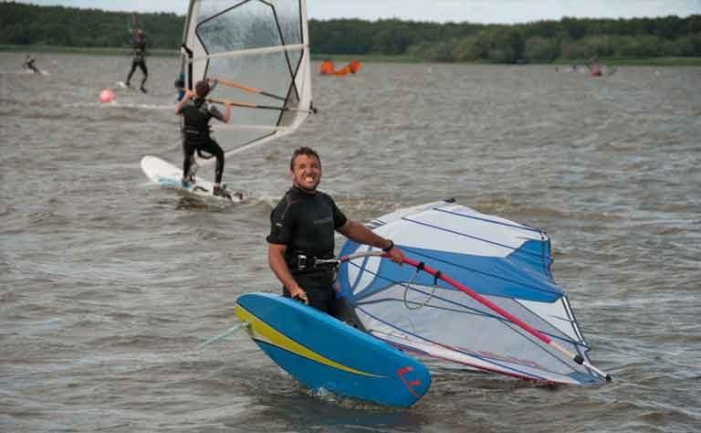 Einzelstunden für Erwachsene zum Wiedereinstieg ins Windsurfen, Üben einzelner Manöver